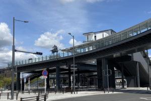 東岡崎駅前の多目的柱と家康
