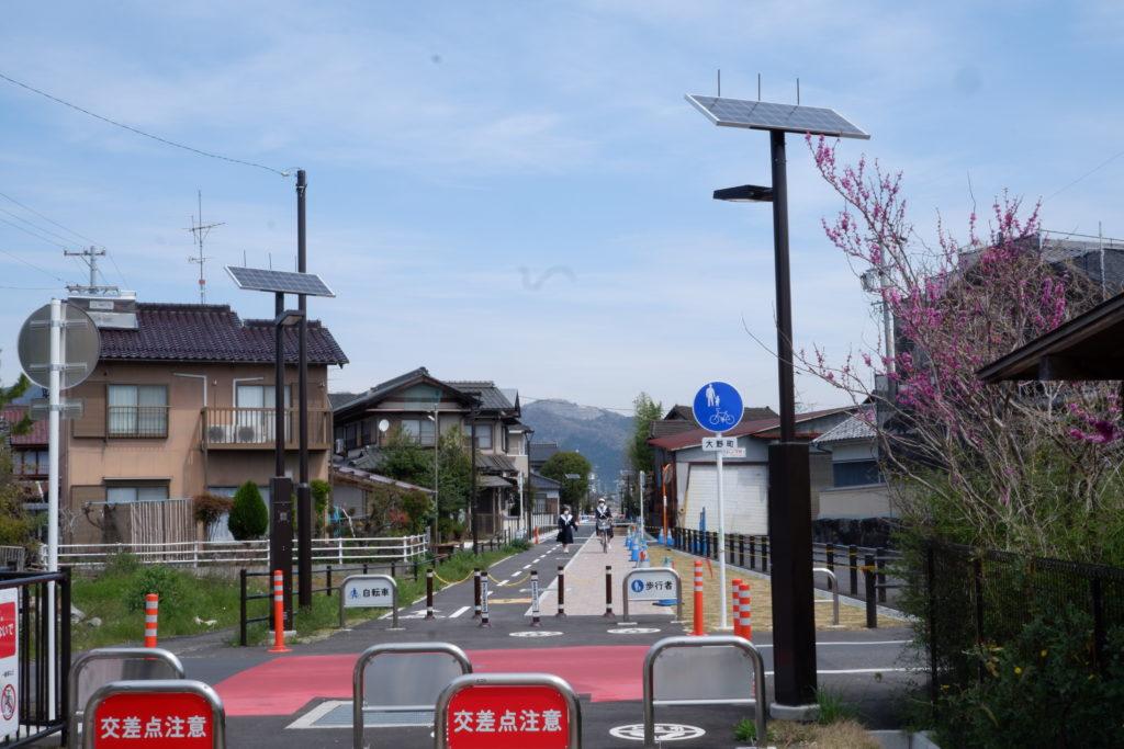 ソーラー歩道灯