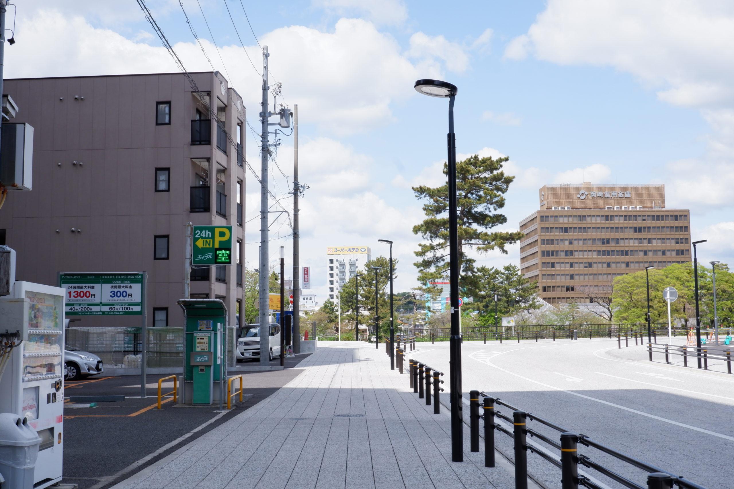 東岡崎駅前の歩道照明灯