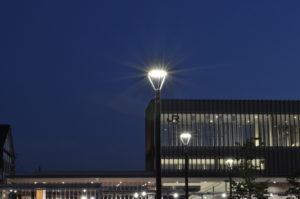 駅前広場の歩道照明灯