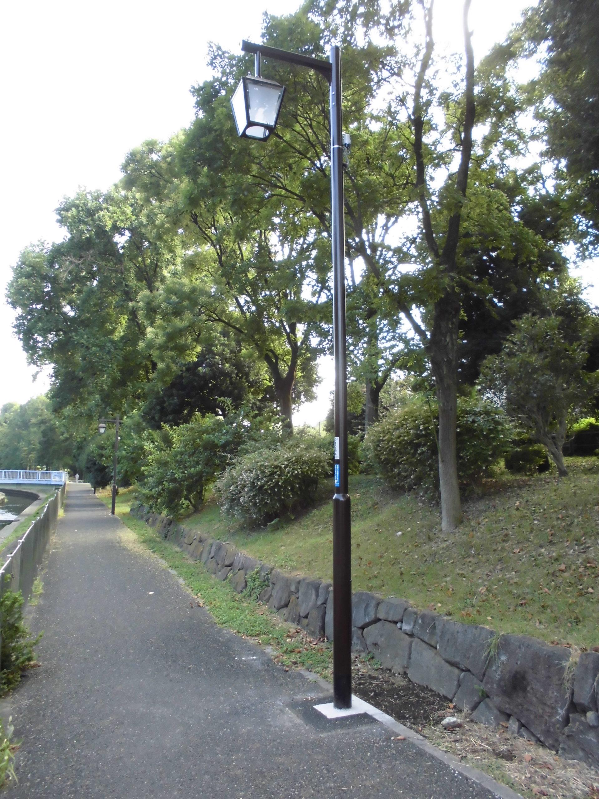 杉並区善福寺川遊歩道の歩道照明