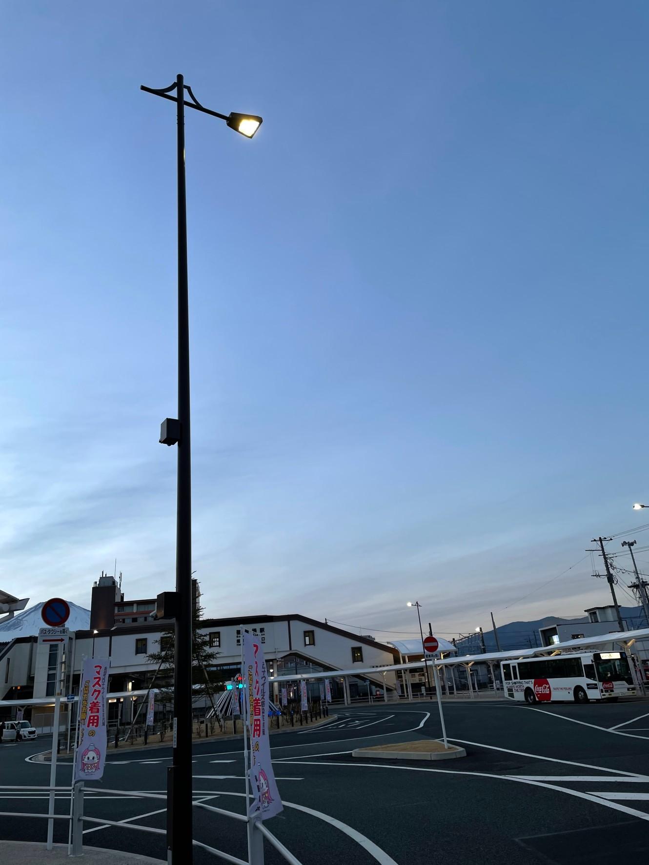 御殿場駅前 車道照明灯